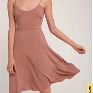 Dresses & Skirts - Lulus midi dress mauve